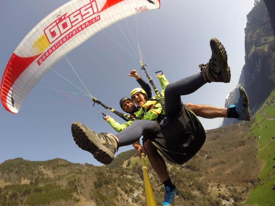 Della parachuting